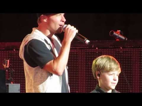 Brian Littrell Introducing His Son Baylee As Surprise Opening Act For Backstreet Boys Mp3
