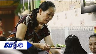 Thích thú bà chủ đọc Rap tính tiền | VTC