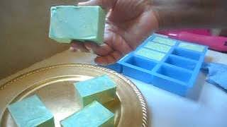 Unmolding Avocado Moisturizing Swirl Soap Bars