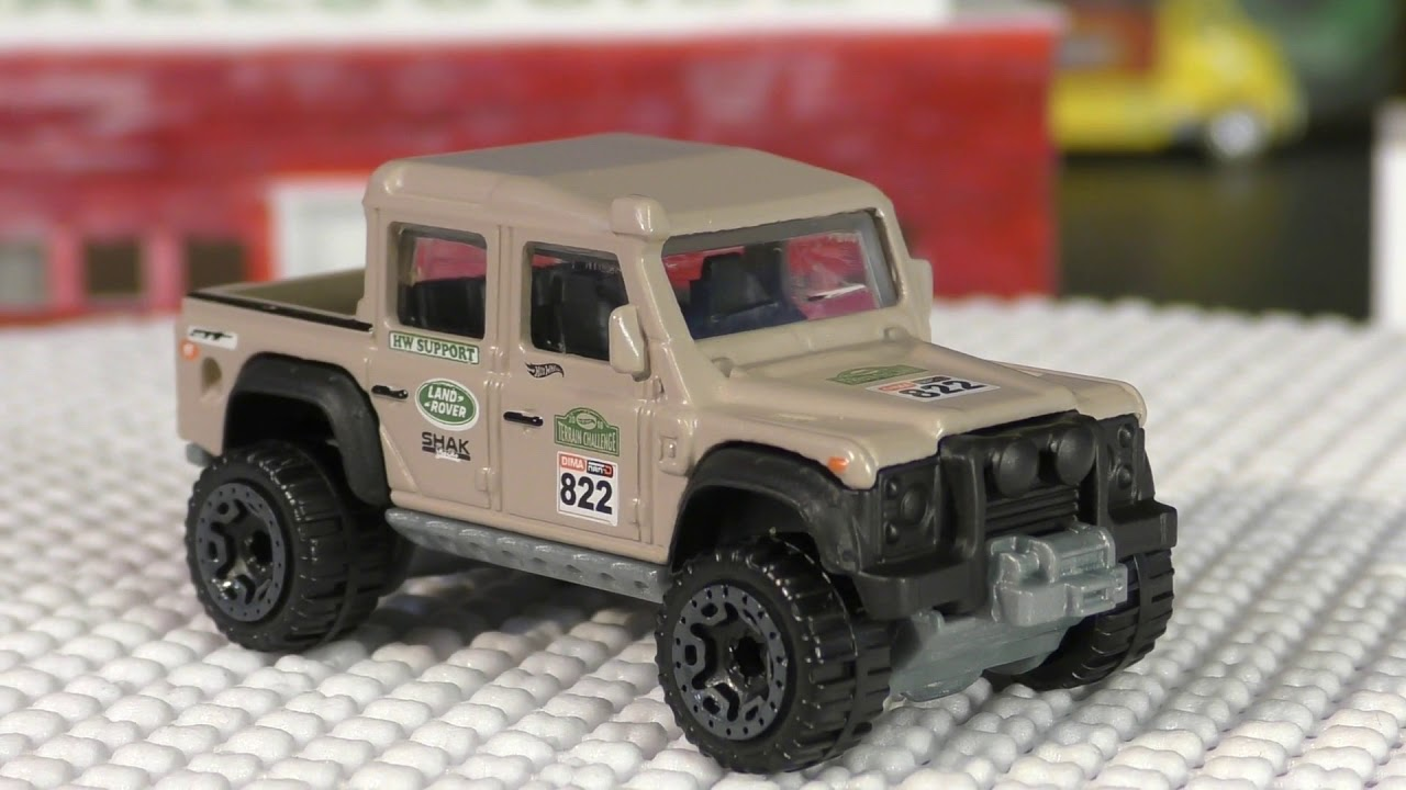 2018 hot wheels b case #31 - '15 land rover defender double cab