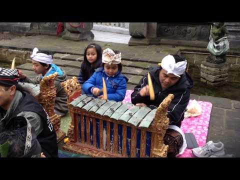 Its amazing to see kid playing gamelan instrument
