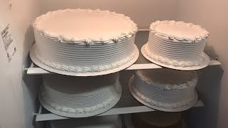 Decorando pastel de boda