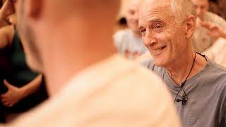 DER FILM: Alan Lowen und seine Art, mit Menschen zu sein (43 min) (The Art of Being)