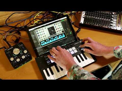 Novation LaunchKey Mini Mk3 - Live jam and demo