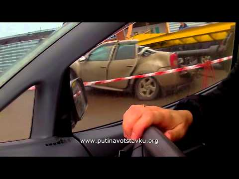 Видео: Кемерово: строительный кран упал на автомобиль 26.10.13