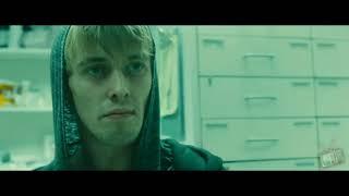 Джеральд ищет дочке лекарства - Война миров Z (2013) - Момент из фильма