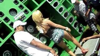 campeonato de som  03-04-2011    loirinha dançando no paredao do hulk.AVI