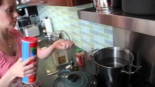 Vegnews Tv: Easy Pasta & Garlic Bread