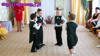 Красивый танец кротов на утреннике 8 марта