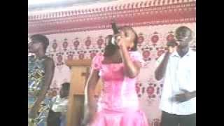 Esther Kazadi dans Tu es digne de recevoir la gloire et Jesus tu es Alpha et Omega!!!