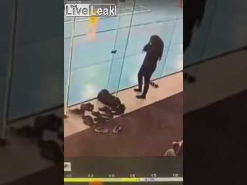 Bodhi - Woman Doesn't See The Glass Wall She Keeps Hitting With Her Head (Video)
