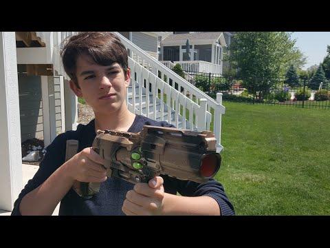 Nerf War: Sniper vs Shotgun