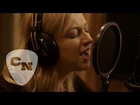 Blackbird Sings: Julia Sheer   Country Now