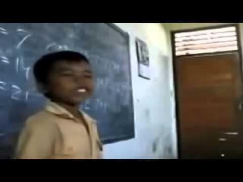 Video Lucu Anak Kecil Nyanyi Garuda Pancasila Dijamin Ketawa Puas