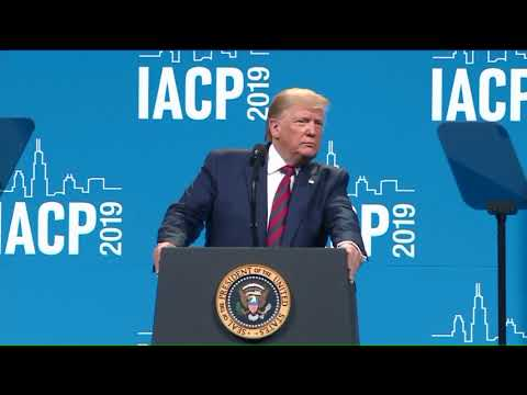 In speech to police chiefs in Chicago, Trump calls city an embarrassment to the US