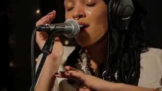 FKA twigs - Kicks (Live on KEXP)