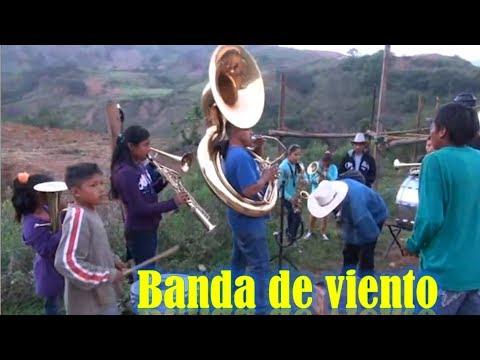 En San Juan del Rio Oaxaca escuchando las bandas de viento