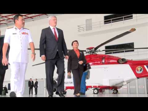 Prime Minister Stephen Harper visits the Malaysian Maritime Enforcement Agency Air Station
