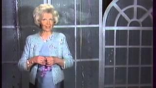 Последняя программа 'В гостях у сказки' Ведущие тётя Валя Леонтьева и Денис Матросов в роли Ноки