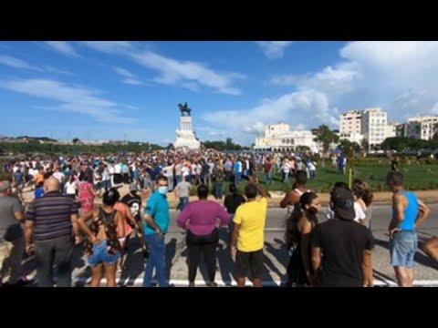 """Cientos de manifestantes cubanos se toman las calles de La Habana al grito de """"libertad"""""""