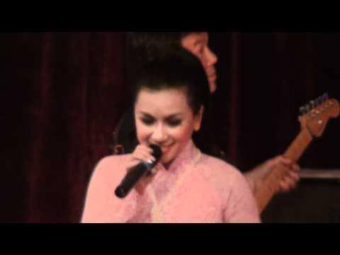 Y Phung in Holland 2011 [30/35]_Bai Tango Cho Em
