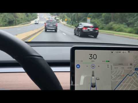 Closer look at Tesla's early access V10 driving visuals in action