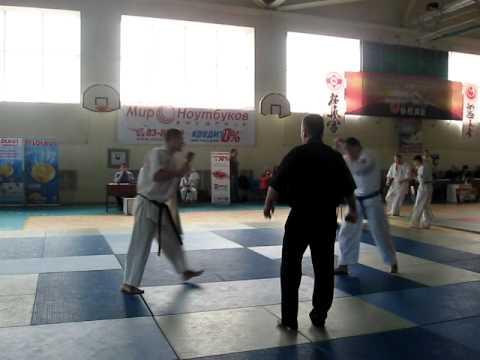 """(Ursu Ion (stanga)17-18 ani +70kg /Finala ),C.R.M de kyokushin,clubul """"Midori""""(Bacioi)"""