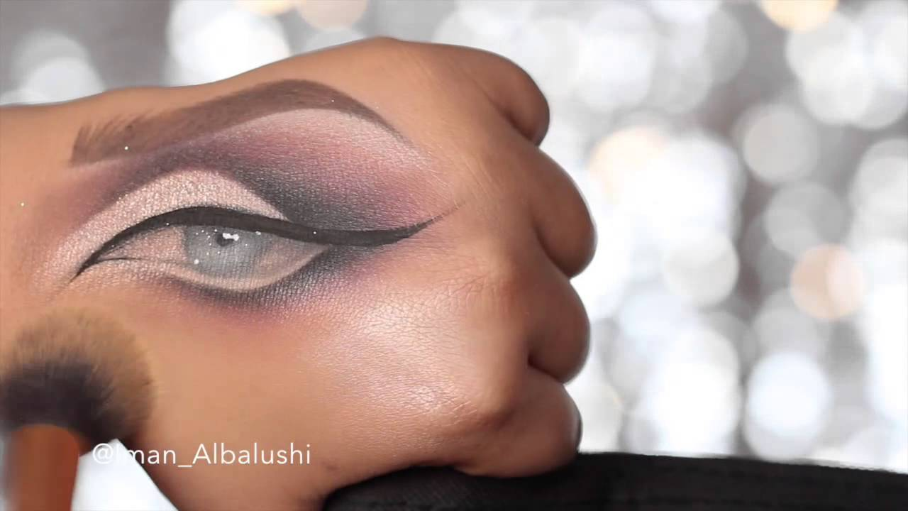 Drawing an eye on your hand with makeup youtube ccuart Images