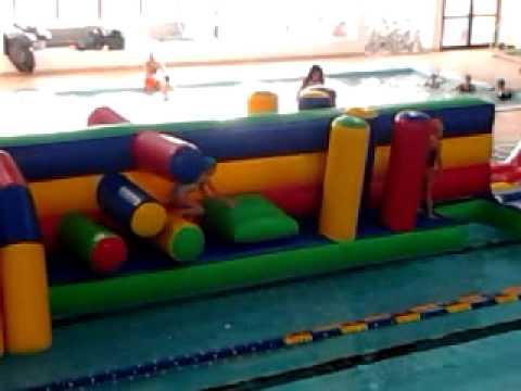 Gonfiabili da acqua piscina di pontedera pi giochi gonfiabili beetee it youtube - Poltrone gonfiabili per piscina ...