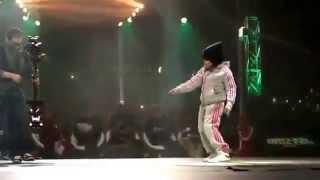 ��������� ������� ������� ����� ���� / Little girl dancing breakdance