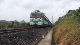 [China Railway] 韶山3型電力機車牽引K828次列車接近貴陽站