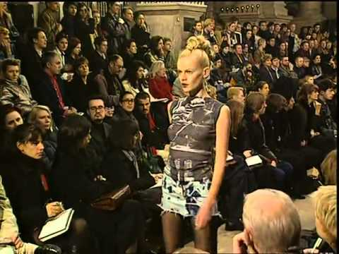 69b6a53edb00 Alexander McQueen Fall Winter 1996,