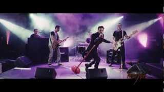 Смотреть клип Onirama Vs Ράδιο Αρβύλα - Ευτυχώς Τρελάθηκα