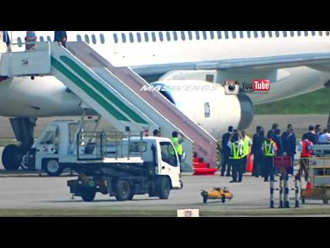 Prime Minister David Cameron's visit to Malaysia Boeing 757-256 G-POWH Titan Airways