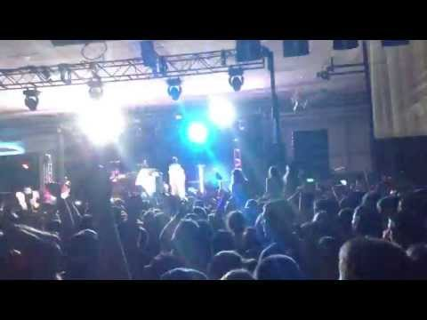 Can't Hold Us - Macklemore And Ryan Lewis (LIVE At Colby College 2013)