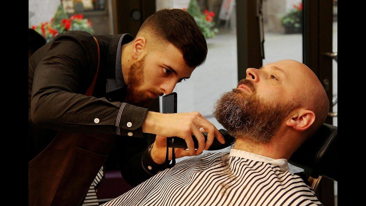 Rasieren trimmen schneiden Barbier bringt Bart in Form