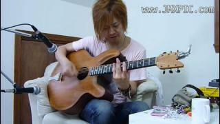 ヤフーオークションにて出品を予定する当該ギターを、林幸司氏に試奏し...
