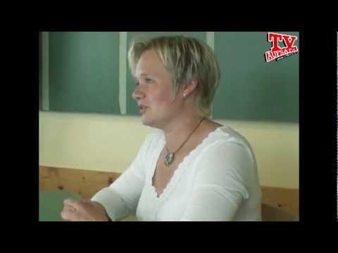 Aufsätze schreiben mit den Aufsatzhelfern - Aufsatz Tour Teil 1 von YouTube · HD · Dauer:  6 Minuten 17 Sekunden  · 19.000+ Aufrufe · hochgeladen am 04.12.2011 · hochgeladen von AUFSATZHELFER