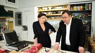 "Гендиректор ""Дождя"" Наталья Синдеева жарит стейки на гриле BORK G801"