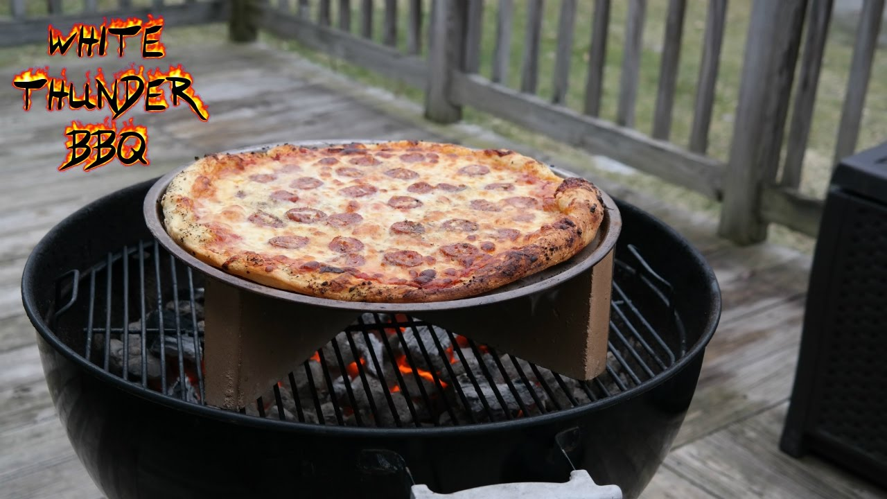 the best grilled pizza pizza on a weber grill bbq basics youtube. Black Bedroom Furniture Sets. Home Design Ideas