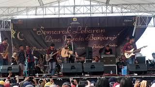 Download lagu Tri Suaka Bikin Histeris Penonton Dengan Lagu Menua Bersamamu