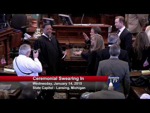 Senator Marty Knollenberg takes his Oath of Office in the 98th Legislature.