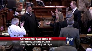 Senator Marty Knollenberg takes his Oath of Office in the 98th Legislature.