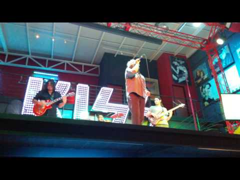 Gene Simmons KISS Bar Cabo Live Music (Top Cats)