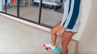 Ох уж эти ножки! Учимся кататься на скейте по балкону