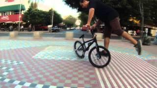 Trucos Básicos de Flatland (Fork Glide) - BOOM BMX