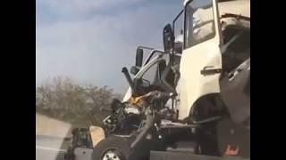 Смотреть видео Страшная авария с грузовиком произошла на Ставрополье онлайн