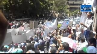 بالفيديو والصور.. مظاهرة ثلاثية للنقل والآثار والضرائب تغلق شارع عبد الخالق ثروت