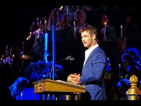 Disneyland's Candlelight Processional and Ceremony with Chris Hemsworth - Saturday December 2, 2017