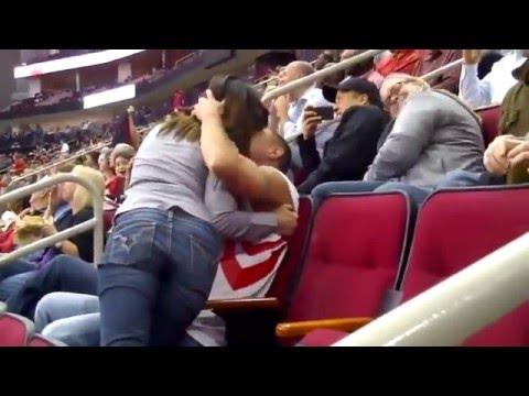 Kiss Cam: Seine Frau will ihn nicht küssen, er findet die bestmögliche Rache